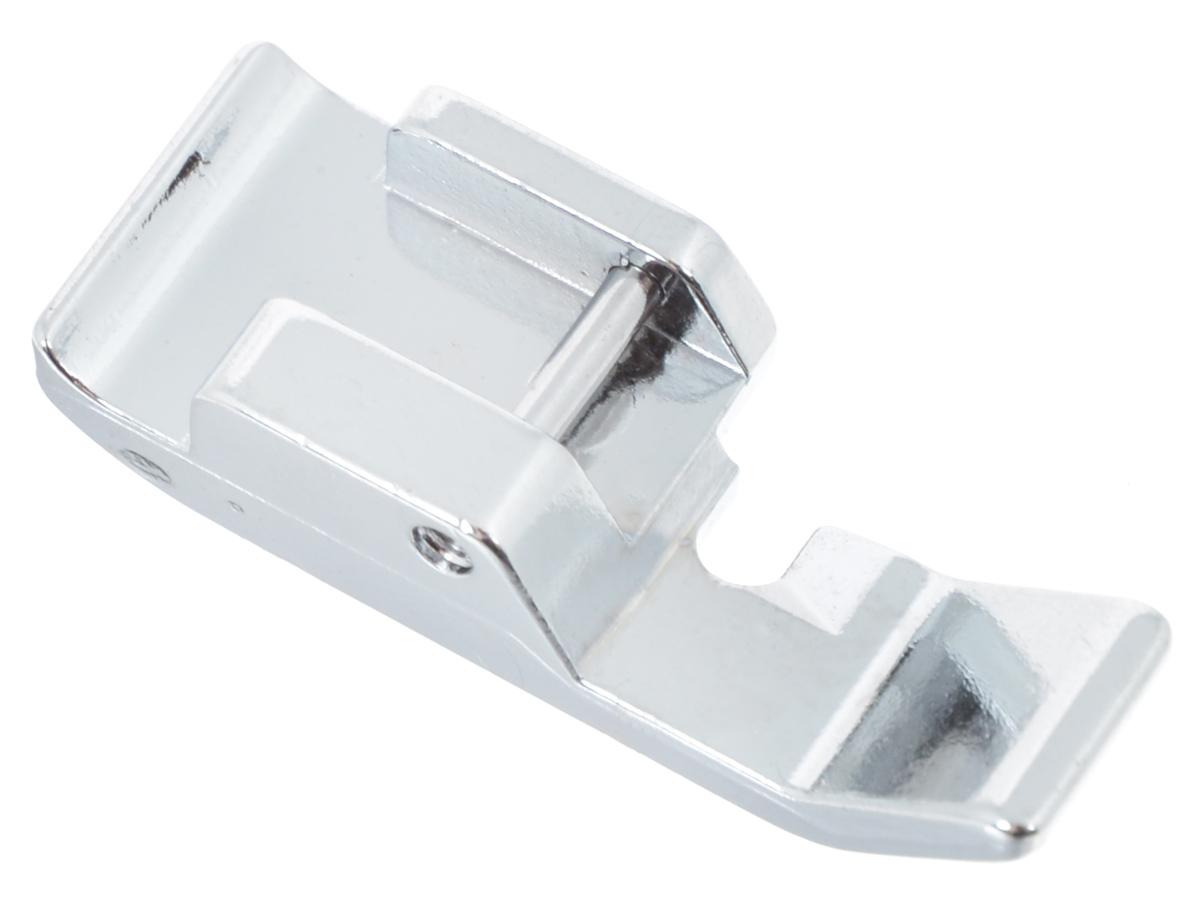 Лапка для швейной машины Aurora, для молнии, односторонняяAU-141Лапка для швейной машины Aurora используется для пришивания молний. Отверстие в лапке располагается справа от иглы. Тем самым край лапки направляет молнию, и у вас получается правильная прямая строчка относительно края молнии. Подходит для большинства современных бытовых швейных машин. Инструкция по использованию прилагается.