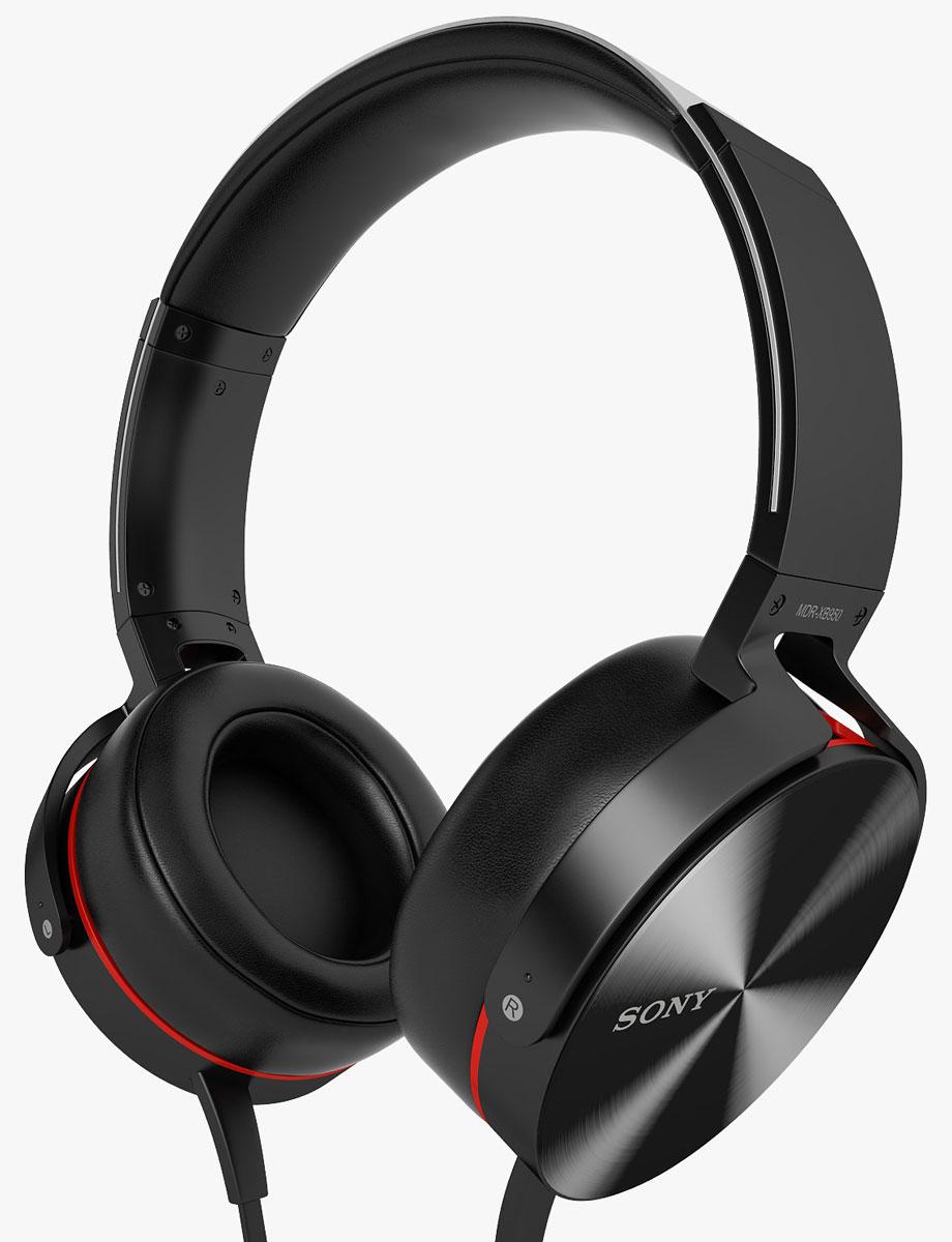 Sony Extra Bass MDR-XB950AP, Black наушникиMDRXB950APB.EМощные басы, совместимость со смартфонами Слушайте музыку во всех деталях. Мощные неодимовые 40-мм мембраны в плотно сидящих наушниках обеспечивают глубокое, сбалансированное звучание даже на большой громкости. Принимайте звонки в любой момент с помощью встроенного пульта и микрофона. Герметичный звук Передовая система прямой вибрации создает акустически герметичное пространство вокруг ушей, не выпуская низкие частоты. Низкочастотный звук усиливается функцией Bass Booster, и звучание получается глубоким и сбалансированным. Дайте выход музыке Управление диапазоном воспроизводимых частот возможно благодаря применению фигурных вентиляционных отверстий. Они оптимизированы для прохождения воздушного потока, создаваемого низкими частотами, в результате чего басы воспроизводятся без искажений. Раскачайте музыку Большой 40-мм динамик с высокомощным неодимовым магнитом идеально балансирует мощь и точность воспроизведения - от яростных ударных до задумчивых гитарных соло. Носите стильные наушники часами напролет Наушники с металлическим ободом и мягкой подложкой и облегающими ухо подушечками обеспечивают комфорт и удобство в любой ситуации. Панель управления сделана из алюминия. Этот легкий и прочный материал гарантирует престижный внешний вид и удобство использования, при этом одновременно подавляя вибрацию и обеспечивая глубокое, энергичное звучание. Снимающие давление накладки Звукоизолирующие плотные подушечки наушников обеспечивают максимальный комфорт при прослушивании. Сбрасывающие давление наушники плотно прилегают к ушам, идеально передавая музыку и не пропуская посторонние звуки. Берите с собой - и в дорогу! Благодаря раздвижному металлическому ободу и шарнирным складным чашкам вы можете легко упаковать наушники в чемодан или сумку. Слушайте музыку, оставаясь на связи Отсоединяемый кабель оснащен удобной встроенной системой дистанционного управления и микрофоном, благодаря чему вы сможете отвечать на звонки в р