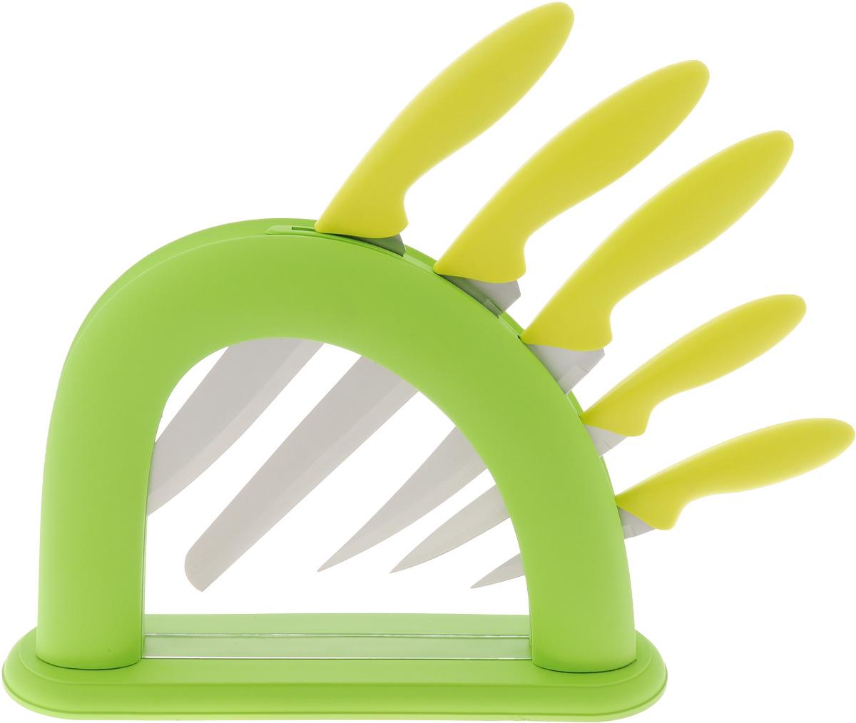 Набор ножей Mayer & Boch, 6 предметов. 2254222542Набор Mayer & Boch состоит из 5 кухонных ножей иподставки. Лезвия ножей выполнены извысококачественнойнержавеющей стали. Рукоятки ножей, изготовленные из полипропилена,обеспечивают комфортный и легко контролируемыйзахват.Ножи прекрасно подходят для ежедневной резкифруктов, овощей и мяса.Компактная подставка, выполненная из полипропиленасвнешним покрытием из термопластика, сэкономит местонарабочем столе. На дне подставки расположеныспециальныенакладки для предотвращения скольжения по столу. В набор входят:- нож для очистки - маленький нож с коротким прямымлезвием. Им удобно снимать кожуру с любого фрукта иовоща; - нож универсальный - легкий и многофункциональныйнождля резки небольших овощей и фруктов, колбасы, сыра,масла.Имеет неширокое лезвие, острие сцентрировано;- нож для хлеба - нож с зубчатой кромкой лезвияприменяется для нарезки как свежих, так и черствыххлебобулочных изделий. При резке таким ножом мякишизделия не нарушается. Нож применяется длярезки рогаликов, булочек, бубликов и рулетов;- нож разделочный - нож с длинным, не широким, нодостаточно толстым лезвием и со сцентрированнымострием.Используется для разделки крупных овощей (капуста,свекла,кабачок) для нарезки больших кусков сырого и вареногомяса,разделки курицы, крупной рыбы. Им нарезают арбуз,дыню имногое другое;- нож поварской - нож с толстым, широким и длиннымлезвием с центральным острием. Все это позволяетлегкорубить капусту, овощи, зелень, резать замороженноемясо,рыбу и птицу. Этот набор включает все необходимое для ежедневногоприготовления пищи.Современный дизайн украсит интерьер вашей кухни.Общая длина ножа для хлеба: 33 см. Длина лезвия ножа для хлеба: 20,3 см. Общая длина поварского ножа: 33,5 см. Длина лезвия поварского ножа: 19,1 см. Общая длина разделочного ножа: 29 см. Длина лезвия разделочного ножа: 15,2 см. Общая длина универсального ножа: 22 см. Длина лезвия универсального ножа: 12,7 см. Общая длина ножа для очистки: 18,5 см. Длина лезвия 