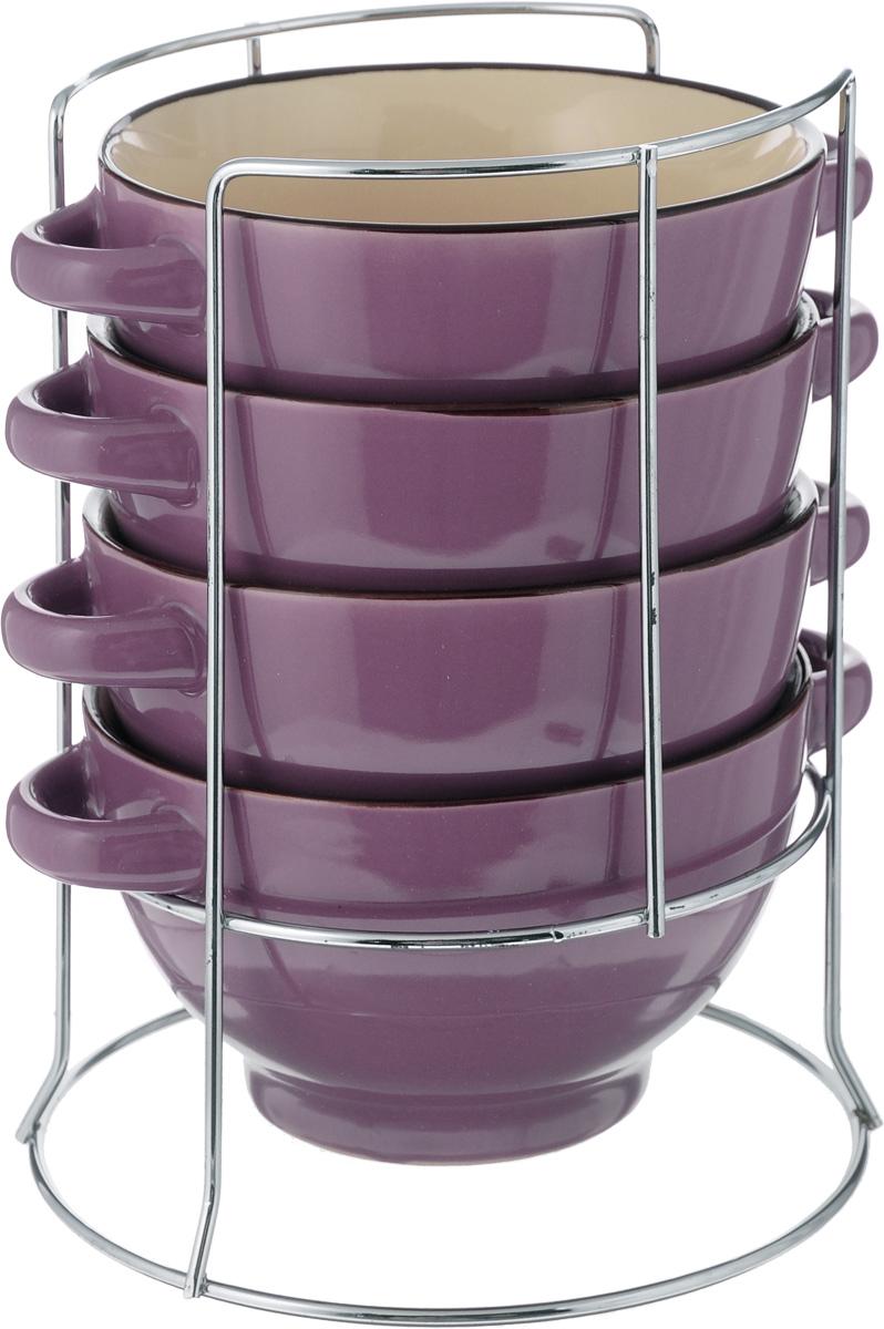 Набор супниц Loraine, 5 предметов. 2258022580Набор Loraine включает в себя 4 супницы, выполненные из высококачественной керамики. Набор прекрасно подходит для подачи супов, бульонов и других блюд. Элегантный дизайн отлично впишется в интерьер любой кухни.Супницы компактно размещаются на подставке из хромированного металла с резными вставками по бокам.Объем супницы: 420 мл.Диаметр супницы (по верхнему краю): 13 см.Диаметр дна супницы: 7,5 см.Высота супницы: 8 см.Размер подставки: 15 х 15 х 22 см.