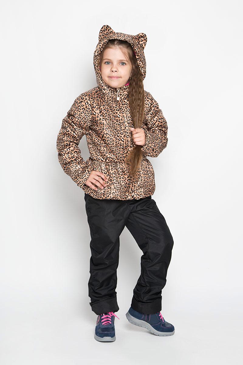 Комплект для девочки Boom!: куртка, брюки, цвет: коричневый, бежевый, черный. 63620DM_BOG_вариант 1. Размер 74, 9 месяцев63620DM_BOG_вариант 1Яркий комплект для девочки Boom!, состоящий из куртки и брюк, идеально подойдет вашему ребенку в прохладную погоду. Комплект, изготовленный из водоотталкивающей и ветрозащитной ткани, утеплен синтепоном. В качестве подкладки используется полиэстер с добавлением хлопка и вискозы. Изделие приятное и мягкое на ощупь, легко стирается и быстро сушится. Куртка с капюшоном застегивается на пластиковую молнию с защитой подбородка и имеет внешнюю ветрозащитную планку. Капюшон не отстегивается, украшен декоративными ушками. На талии и по низу куртка присборена на эластичные резинки. По бокам куртка дополнена двумя прорезными кармашками. Оформлено изделие анималистический принтом. Брюки прямого кроя на талии имеют широкую трикотажную резинку, регулируемую шнурком. По бокам они дополнены двумя прорезными кармашками. Подкладка изделия выполнена из теплого мягкого флиса. Оформлена модель небольшой надписью, содержащей название бренда.Длину рукавов и брюк можно регулировать при помощи отворотов.Комфортный, удобный и практичный комплект отлично подойдет для прогулок и игр на свежем воздухе!