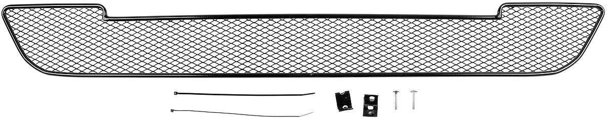 Сетка для защиты радиатора Novline-Autofamily, внешняя, для Ford Mondeo (2015-)01-170915-151Сетка для защиты радиатора Novline-Autofamily изготовлена из антикоррозионного материала, что гарантирует отсутствие ржавчины в процессе эксплуатации. Изделие устанавливается на штатную решетку переднего бампера автомобиля, защищая таким образом радиатор от попадания камней, крупных насекомых, мелких птиц. Простая установка делает это изделие необыкновенно удобным. В отличие от универсальных сеток, для установки которых требуется снятие бампера, то есть наличие специализированных навыков и дополнительного оборудования (подъемник и так далее), для установки этой сетки понадобится 20 минут времени и отвертка. Данный продукт разработан индивидуально под каждый бампер автомобиля. Внешняя защитная сетка радиатора полностью повторяет геометрию решетки бампера и гармонично вписывается в общий стиль автомобиля. Прекрасно подходит для для автомобилей с хром-пакетом.