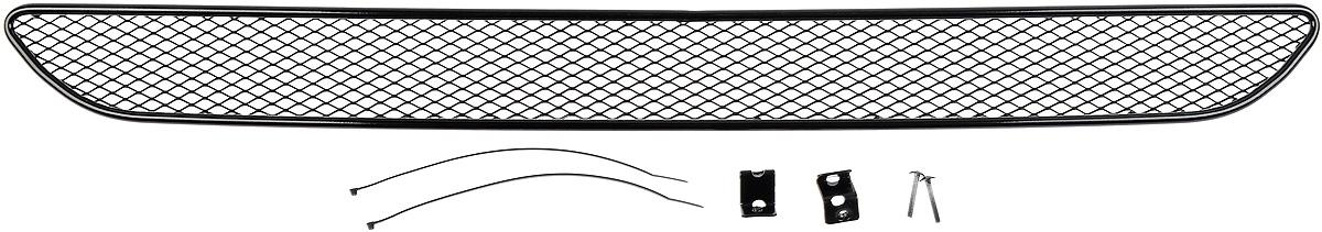 Сетка для защиты радиатора Novline-Autofamily, внешняя, для Ford Fiesta (2015-)01-171115-151Сетка для защиты радиатора Novline-Autofamily изготовлена из антикоррозионного материала, что гарантирует отсутствие ржавчины в процессе эксплуатации. Изделие устанавливается на штатную решетку переднего бампера автомобиля, защищая таким образом радиатор от попадания камней, крупных насекомых, мелких птиц. Простая установка делает это изделие необыкновенно удобным. В отличие от универсальных сеток, для установки которых требуется снятие бампера, то есть наличие специализированных навыков и дополнительного оборудования (подъемник и так далее), для установки этой сетки понадобится 20 минут времени и отвертка. Данный продукт разработан индивидуально под каждый бампер автомобиля. Внешняя защитная сетка радиатора полностью повторяет геометрию решетки бампера и гармонично вписывается в общий стиль автомобиля.