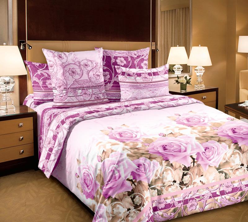 Комплект белья Primavera Леди, 1,5-спальный, наволочки 70x70, цвет: розовый85782Наволочки с декоративным кантом особенно подойдут, если вы предпочитаете класть подушки поверх покрывала. Кайма шириной 5-10см с трех или четырех сторон делает подушки визуально более объемными, смотрятся они очень аккуратно, даже парадно. Еще такие наволочки называют оксфордскими или наволочками «с ушками».Сатин – прочная и плотная ткань с диагональным переплетением нитей. Хлопковый сатин по мягкости и гладкости уступает атласу, зато не будет соскальзывать с кровати. Сатиновое постельное белье легко переносит стирку в горячей воде, не выцветает. Прослужит комплект из обычного сатина меньше, чем из сатина повышенной плотности, но дольше белья из любой другой хлопковой ткани. Сатин приятен на ощупь, под ним комфортно спать летом и зимой.Производство «Примавера» находится в Китае, что позволяет сократить расходы на доставку хлопка. Поэтому цены на это постельное белье более чем скромные и это не сказывается на качестве. Сатин очень гладкий, мягкий, но при этом, невероятно прочный. Он прослужит вам действительно долго и не полиняет. Для нанесения рисунков используют только безопасные для окружающей среды и здоровья человека красители.