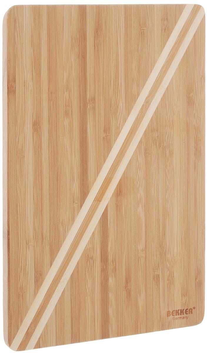 Доска разделочная Bekker, бамбуковая, 30 х 20 см. BK-9723BK-9723Прямоугольная разделочная доска Bekker с полоской по диагонали изготовлена из высококачественной древесины бамбука, обладающей антибактериальными свойствами. Бамбук - инновационный материал, идеально подходящий для разделочных досок. Доски из бамбука обладают высокой плотностью структуры древесины, а также устойчивы к механическим воздействиям. Функциональная и простая в использовании, разделочная доска Bekker прекрасно впишется в интерьер любой кухни и прослужит вам долгие годы.