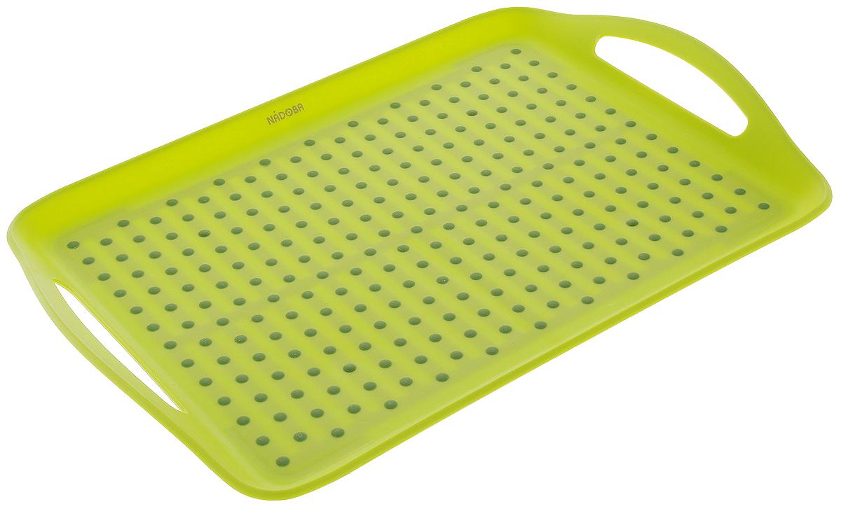 """Поднос сервировочный Nadoba """"Jaska"""" изготовлен из высококачественного прочного пластика. Специальные резиновые вставки обеспечивают противоскользящие свойства поверхности подноса и препятствуют соскальзыванию с него предметов. Изделие имеет удобные ручки. Можно мыть в посудомоечной машине."""