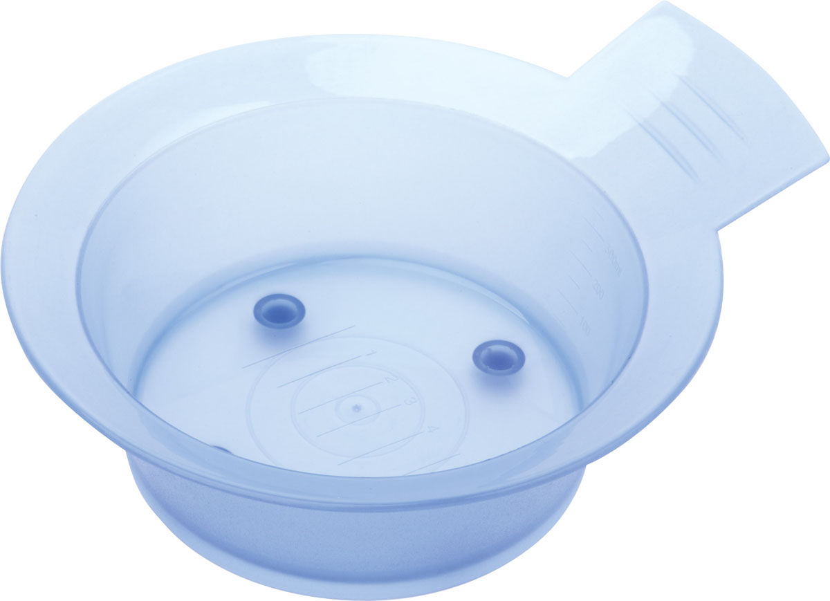 Dewal Чаша для краски, голубая, с ручкой, с резинкой на дне, 300 млJPP052DЧаша изготовлена из прочного нетоксичного пластика. Используется для разведения краски, как в салоне, так и в домашних условиях.Шкала объема позволит вам отмерить необходимое количесво активатора / оксиданта.Противоскользящая резинка на днеОбъем — 300мл