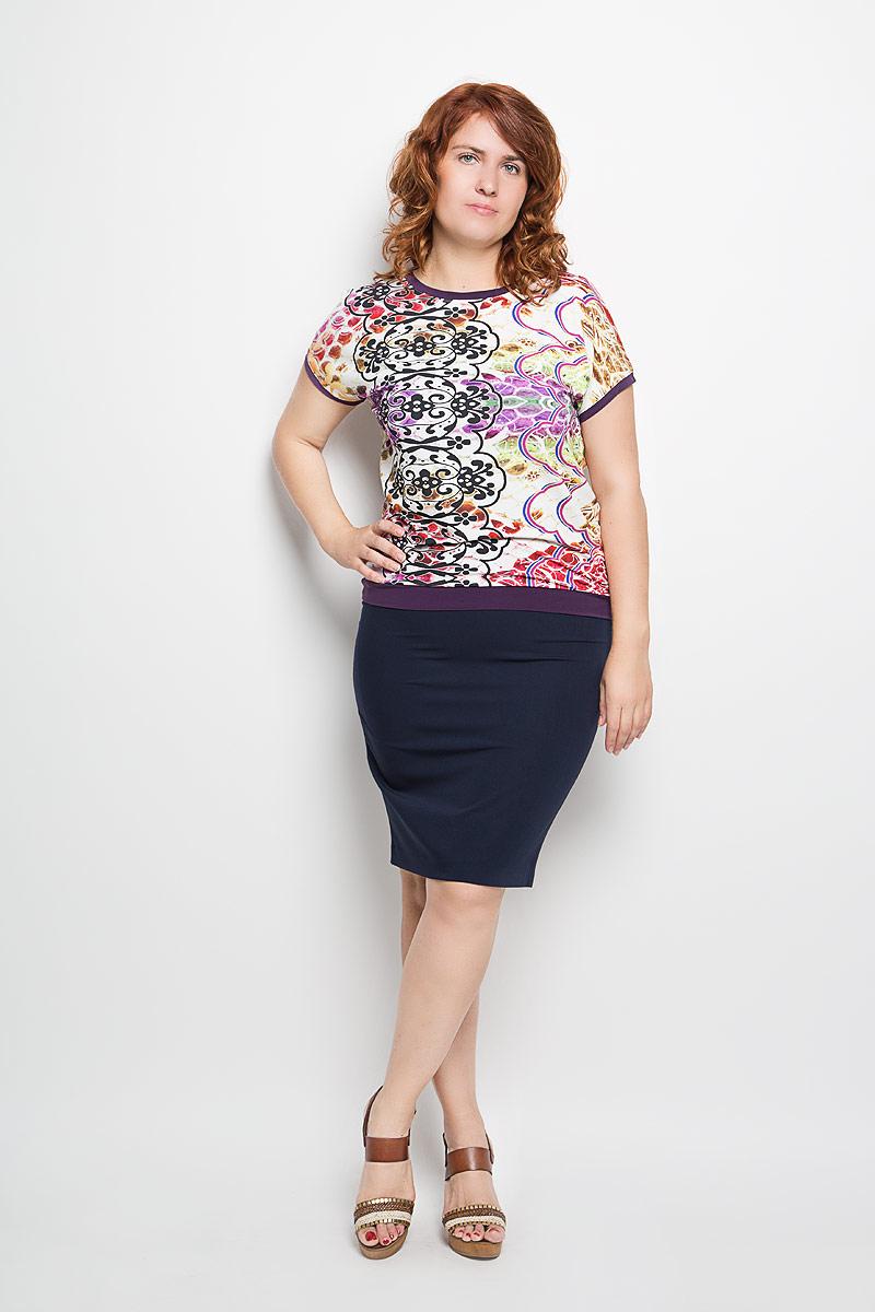 Блузка женская Milana Style, цвет: молочный, фиолетовый. 924м_2. Размер XL (50)924мЖенская блузка Milana Style займет достойное место в вашем гардеробе. Модель выполнена из мягкой эластичной вискозы. Материал тактильно приятный, не сковывает движения и хорошо вентилируется.Блузка с круглым вырезом горловины и короткими рукавами оформлена ярким принтом с узорами. Вырез горловины, края рукавов и низ изделия дополнены вставками контрастного цвета.Замечательная женская блузка Milana Style подчеркнет ваш уникальный стиль и поможет создать оригинальный женственный образ!