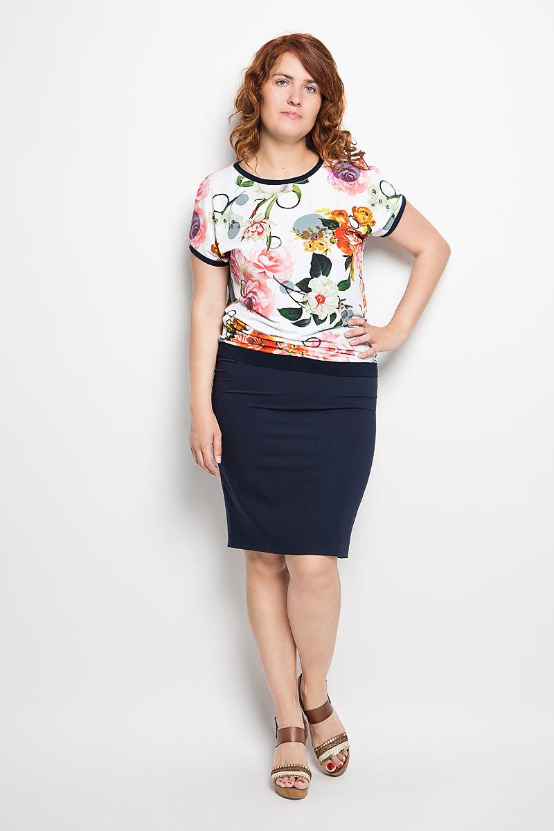 Блузка женская Milana Style, цвет: белый, темно-синий. 924м. Размер 5XL (58)924мЖенская блузка Milana Style займет достойное место в вашем гардеробе. Модель выполнена из полиэстера с добавлением вискозы и лайкры. Материал мягкий, тактильно приятный, не сковывает движения и хорошо вентилируется.Блузка с круглым вырезом горловины и короткими рукавами оформлена цветочным принтом. Вырез горловины, края рукавов и низ изделия дополнены вставками контрастного цвета.Замечательная женская блузка Milana Style подчеркнет ваш уникальный стиль и поможет создать оригинальный женственный образ!
