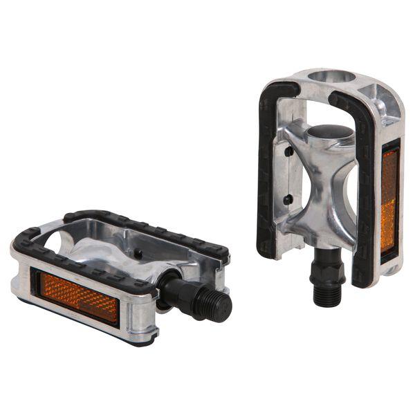 Педали Wellgo LU-975. Х70261Х70261Педали Wellgo LU-975 предназначены для горных и дорожных велосипедов изготовлены из долговечного прочного алюминия. Платформа из пластика улучшает сцепление с подошвой обуви и препятствует проскальзыванию ноги. Шариковые подшипники отличаются долгим сроком службы и не нуждаются в частом обслуживании. Педали оснащены съемными светоотражателями для безопасности.