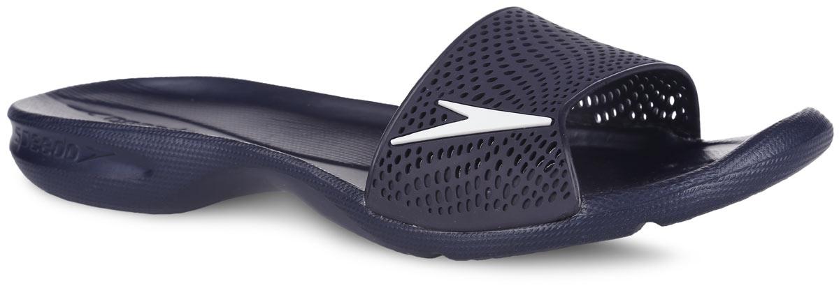 Шлепанцы женские Speedo Atami II Max, цвет: темно-синий. 8-091887879-7879. Размер 7 (40,5)8-091887879-7879Оригинальные женские шлепанцы Atami II Max от Speedo с перфорированной верхней частью изделия, благодаря которой быстро удаляется влага и обеспечивается дополнительная вентиляция, изготовлены из термополиуретана и оформлены символикой бренда. Рифление на верхней поверхности подошвы, выполненной из ЭВА материала, предотвращает выскальзывание ноги, отверстия в области носка предназначены для слива воды. Специальный рисунок подошвы гарантирует оптимальное сцепление при ходьбе как по сухой, так и по влажной поверхности. Удобные шлепанцы прекрасно подойдут для похода в бассейн или на пляж.
