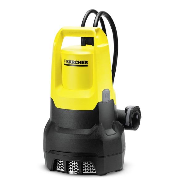Погружной насос Karcher SP 7 Dirt1.645-504.0SP 7 Dirt - самый мощный дренажный насос Karcher. Производительность 15,500 литров в час позволяет откачивать воду из прудов, затопленных подвалов, строительных ям объемом до 100 м3. При этом могут быть перекачаны крупные частицы 30 мм. Интегрированный предварительный фильтр защищает насос от поломки при попадании более крупных частиц. Керамическое контактное уплотнительное кольцо с масляной камерой значительно продлевает срок службы насоса. Поплавковый выключатель установлен на направляющей. Таким образом есть возможность настроить уровень переключения по вертикали и сократить или удлинить кабель поплавкового выключателя для настройки коммутационного уровня в автоматическом режиме откачки воды. Удобная функция Quick Conneсt дает возможность быстро подсоединять шланги 1, 1 1/4 и 1 1/2.