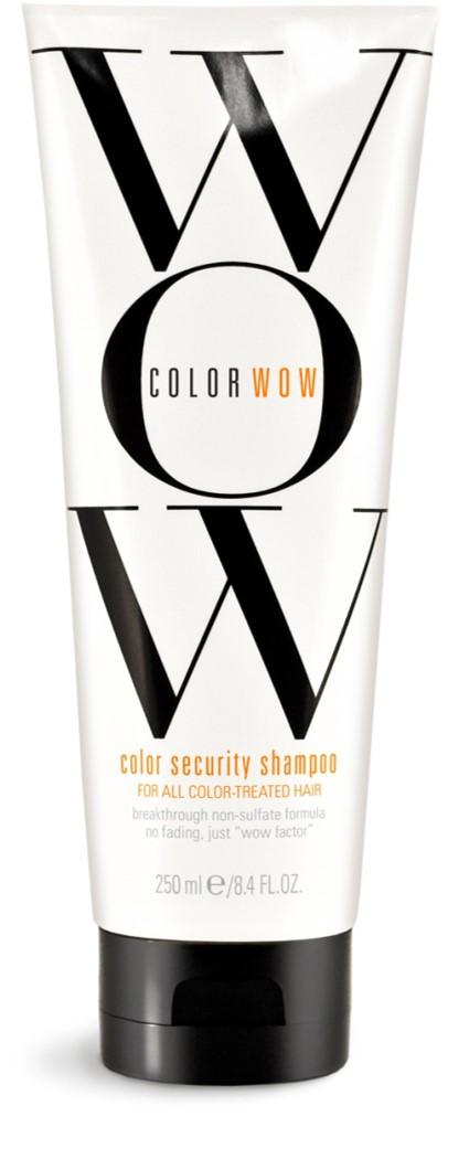 COLOR WOW Шампунь Защита цвета для всех типов окрашенных волос, 250 млCW510Бессульфатный шампунь интенсивно защищает и восстанавливает окрашенные волосы. Благодаря инновационной японской технологии Low Charge Density TM, шампунь сохраняет кутикулу волоса закрытой во время мытья и предотвращает вымывание цвета. Укрепляющий комплекс аминокислот улучшает структуру волоса по всей длине, препятствует возникновению ломкости и сухости волос. Увлажняющие вещества питают волосы и надолго сохраняют яркий, насыщенный цвет, делая волосы сильными и блестящими.