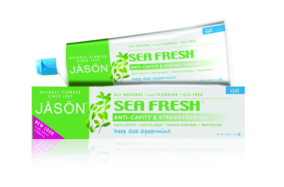Jason Гелевая зубная паста Морская свежесть, 170 гJ01530Лечебно-профилактическая зубная гель-паста, содержащая экстракт петрушки, мяты и сине-зеленные водоросли богатые белками, антиоксидантами укрепит ваши зубы и освежит дыхание. Фтор полученный из натурального сырья помогает предотвратить кариес, СоQ10 и натуральный сок алое вера заживляют, укрепляют и успокаивают десна.
