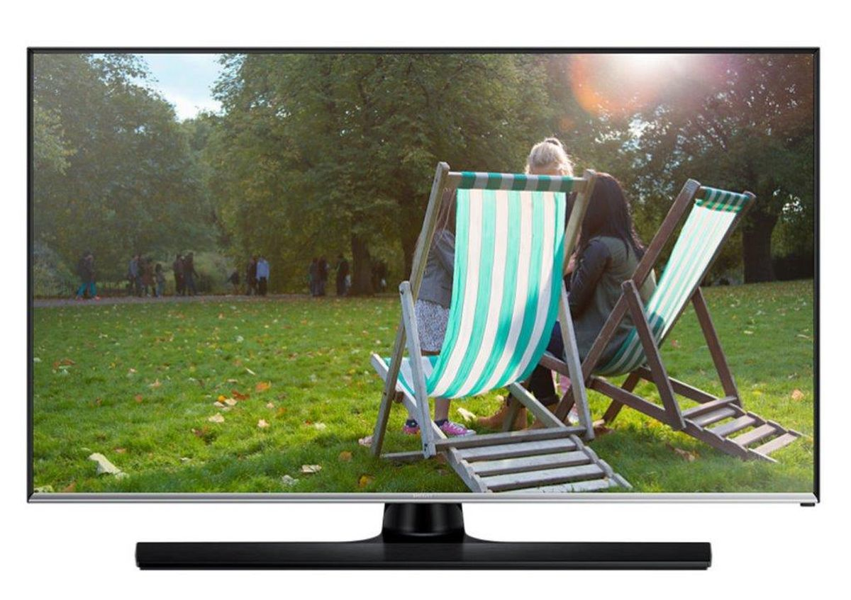 Samsung T28E310 телевизорLT28E310EX/RUSamsung T28E310 - уникальное устройство, которое сочетает в себе плюсы продуктов из двух разных категорий: вы можете смотреть программы ТВ и в любой момент начать или продолжить работу за устройством как за монитором.Наблюдайте за качественной картинкой LED-телевизора Samsung T28E310 с любого угла. Данный LED-телевизор обладает широкими углами обзора, которые составляют 178/178 градусов (по горизонтали / по вертикали). Эти дополнительные 8 градусов позволяют просматривать фильмы или фотографий не жертвуя качеством.Подключите LED-телевизор к ПК и занимайтесь работой во время перерывов на рекламу вашего любимого телешоу. Теперь вам для этого не нужны ни специальный монитор, ни дополнительные кабели питания. Работа и отдых на одном экране! Просто подключите ваш съемный накопитель к вашему телевизору Samsung T28E310 через USB порт. ConnectShare позволяет просматривать фото и проигрывать аудио/видео контент.Телевизор Samsung T28E310 оснащен всеми основными разъемами, включая HDMI (2 порта), для подключения внешних аудио-видео устройств (игровые консоли, ноутбуки, портативные плееры и т.д.).LED-телевизор обладает дополнительным режимом Football Mode, который активируется с помощью пульта ДУ всего одним нажатием. Данный режим позволяет повысить качество изображения и звука.Необычная конструкция корпуса позволяет обойтись без дополнительного VESA кронштейна, т.к. часть подставки монитора может служить для крепления на стену.Яркость (типичное значение): 250 кд/м2Соотношение сторон экрана: 16:9Яркость (минимальное значение): 200 кд/м2Время отклика: 8 (G to G)Динамическая контрастность: Mega Contrast