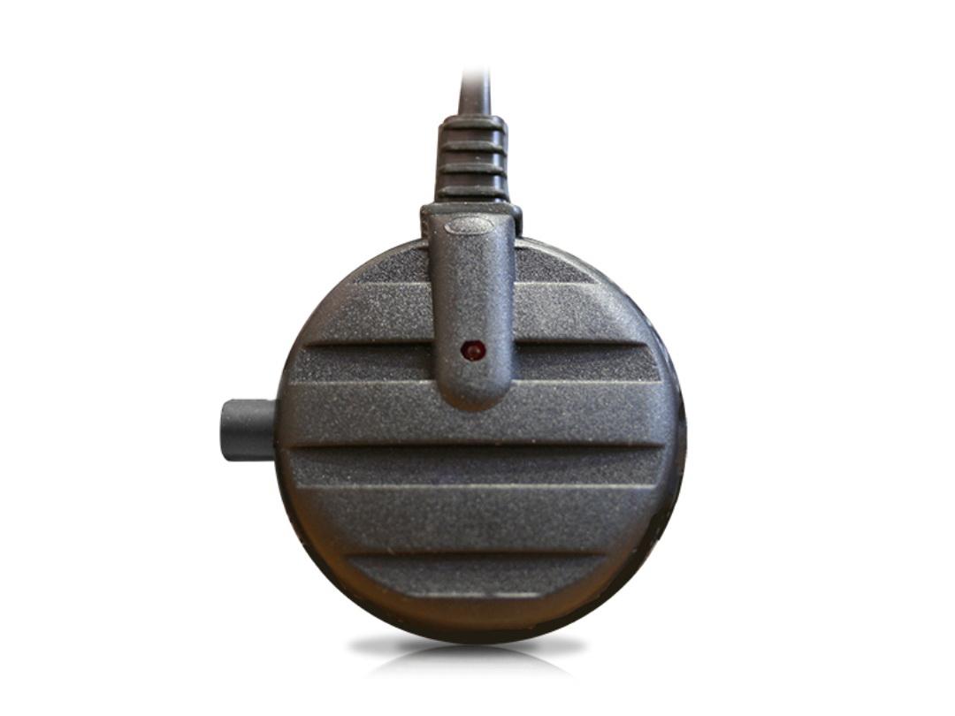 Антенна активная Триада-150 GOLD, 2 режима00041Антенны серии GOLD - это лучшие внутрисалонные антенны НПФ Триада. Предназначена для качественного радиоприема в городе и до 150 км. на трассе. Отличается от Триада-100 наличием переключателя усиления. Эта функция полезна в условиях города, где вблизи радиовышек и сотовых вышек усиление нужно минимальное. За городом включение турбо-режима, позволит долго наслаждаться качественным приемом радиоволны. Хорошо подходит при замене штатных магнитол на двухдиновые, у которых хуже прием радио от штатных антенн.Технические характеристикиНапряжение питания, В: 9-15Два режима: город/трассаКоэффициент усиления, Дб: 6/30Длина кабеля, м: 2,5 Дальность приема, км. до 150Потребляемый ток, мА: 35Диаметр корпуса, мм: 45Длина полотен, мм: 470 Повышенное усиление на всех диапазонахЭффективный радиочастотный фильтр на входеСпециализированный коаксиальный кабель