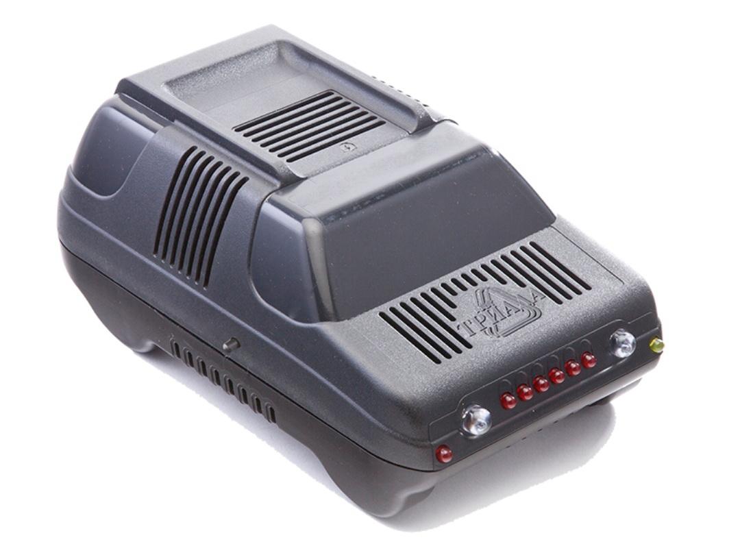 Зарядное устройство Триада BOUSH-50 6/12 А, профессиональное импульсное, 2 режима01390Зарядные устройства производства НПФ Триада предназначены для профессионального и частого использования в жестких условиях эксплуатации - зарядки автомобильных свинцово-кислотных аккумуляторных батарей напряжением 12В, а также они могут быть использованы как источник питания для 12-вольтовых потребителей, таких как уличная реклама, лампа накаливания, паяльник и др. Эти устройства более высокого класса позволяют зарядить батарею за короткое время, не допуская при этом опасного перенапряжения и выкипания электролита. Принцип работы - импульсные. Вы платите дороже за гарантированное качество и лучшие потребительские свойства. Сделано в России.Технические характеристики2 режима работы: 6/12 А. Светодиодный индикатор. Индикация окончания заряда Индикация переполюсовки.Вес нетто 750 г.