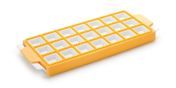 Форма выполненная из высококачественного пластика поможет сделать настоящие итальянские равиоли своими руками. Форма для равиоли помощница любой хозяйки на кухне.