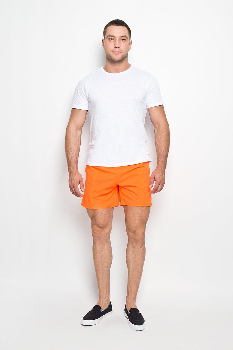 Шорты для плавания мужские Speedo Scope 16, цвет: ярко-оранжевый. 8-01320A655-A655. Размер M (48/50)8-01320A655-A655Мужские шорты для плавания Speedo Scope 16 Watershort изготовлены из быстросохнущего материала. Легкая и прочная ткань со специальной обработкой позволяет шортам быстро высыхать после намокания, не сковывает свободу движений. Материал с бархатистым эффектом имеет приятные тактильные свойства. Сетчатая несъемная вставка в виде трусов-слипов обеспечивает необходимую циркуляцию воздуха. Эластичный пояс со скрытым затягивающимся шнурком позволяет отрегулировать посадку точно по фигуре. По бокам расположены два прорезных кармана, подкладка которых выполнена из сетки, сзади - один накладной карман с клапаном на липучке. На карманах предусмотрена система слива воды. Изделие оформлено принтовой надписью, содержащей название бренда. Такие шорты - идеальный выбор для отдыха, купания и активных игр на пляже. В них вы всегда будете чувствовать себя уверенно и комфортно!