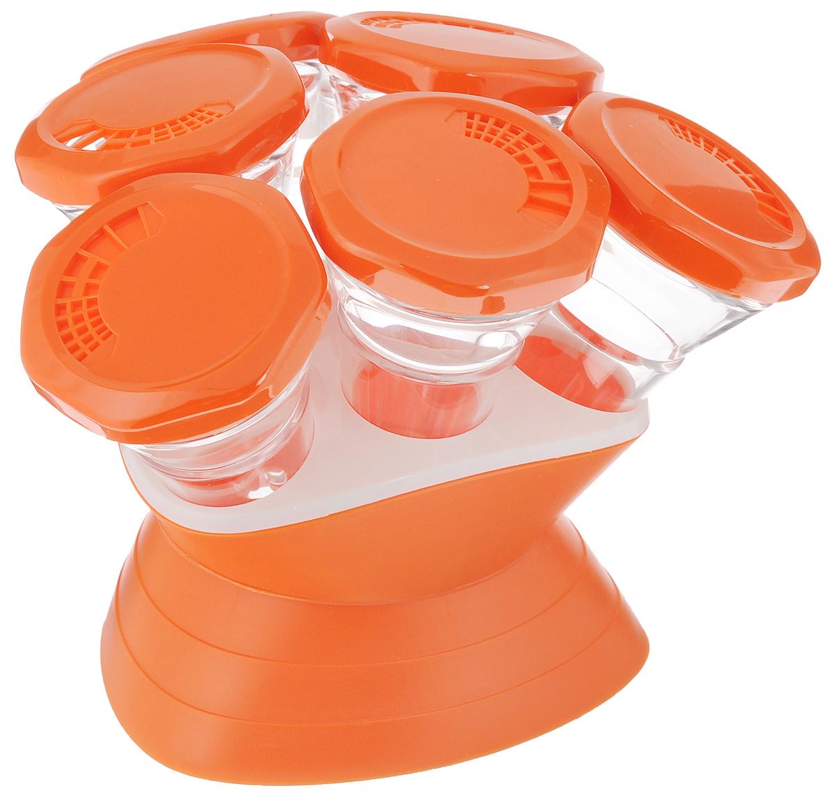 Набор для специй Mayer & Boch, 7 предметов. 2329623296Набор Mayer & Boch состоит из 6 банок для специй и подставки. Баночки изготовлены из акрила. Крышки, выполненные из пластика оранжевого цвета, плотно закрываются и предотвращают высыпание специй. Имеются регулируемые отверстия, с помощью которых можно обильно или слегка приправить блюдо. Баночки идеально подойдут для соли, перца и других специй. Изделия размещаются на специальной подставке.Оригинальный набор эффектно украсит интерьер кухни, а также станет незаменимым помощником в приготовлении ваших любимых блюд. С таким набором специи надолго сохранят свежесть, аромат и пряный вкус.Объем баночек: 70 мл.Высота баночек: 12 см.Диаметр баночек: 6,5 см.Размер подставки: 13,5 х 13,5 х 9 см.