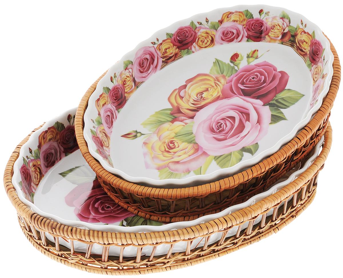 Набор форм для запекания Mayer & Boch Розы, овальные, с корзиной, 4 предмета. 2480224802Набор форм для запекания Mayer & Boch Розы выполнен из высококачественного фарфора белого цвета и оформлен красочным цветочным орнаментом. Изделия имеют глазурованное покрытие, которое защищает поверхность от истирания и облегчает чистку. Плетеные корзины из ротанга, в которые вставляются формы, послужат красивой и оригинальной подставкой. Формы для запекания Mayer & Boch Розы прекрасно подойдут для запекания овощей, мяса и других блюд, а оригинальный дизайн и яркое оформление украсят ваш стол.Фарфоровая посуда выдерживает высокие перепады температуры, поэтому ее можно использовать в духовке, микроволновой печи, а также для хранения пищи в холодильнике. Можно мыть в посудомоечной машине. Размер форм: 28 х 20,5 см, 33 х 23 см.Высота стенок: 5 см, 4 см.Объем форм: 1,6 л, 2,1 л.