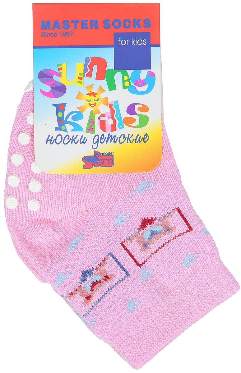Носки детские Master Socks Sunny Kids, цвет: розовый. 82018. Размер 682018Комфортные, красивые и прочные носки Master Socks Sunny Kids выполнены из эластичного хлопка с добавлением полиамида. Материал изделия тактильно приятный, хорошо тянется, не деформируясь.Эластичная резинка мягко облегает ножку ребенка, не сдавливая ее, обеспечивая малышу удобство и комфорт. На стопе расположены прорезиненные элементы, которые предотвращают скольжение на полу. Модель оформлена орнаментом и украшена изображением мишек. В таких носочках ребенку будет комфортно и безопасно делать первые шаги. Уважаемые клиенты!Размер, доступный для заказа, является длиной стопы.