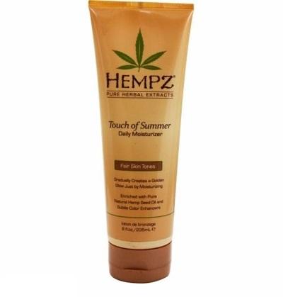 Hempz Молочко для тела с бронзантом светлого оттенка Touch of Summer Fair Skin Tonea 235 мл110-2123-03Молочко для тела с бронзантом светлого оттенка предназначено для ухода за светлой и нежной кожей. Средство обеспечивает полноценный уход благодаря сбалансированному составу: масло и экстрагированные компоненты семян конопли снабжают кожу питательными веществами и соединениями, экстракт корня женьшеня и масло ши оказывают охлаждающее, успокоительное и смягчающее воздействие, группа витаминов А, С и Е снижают влияние свободных радикалов и препятствуют образованию мелких морщин, присутствие в составе специальных бронзирующих частиц позволяет получить ровный и красивый оттенок загара.Состав активных компонентов: конопляное и масло семян макадамии и дерева ши, экстракты семян конопли, женьшеня, календулы, ромашки, алое вера, группа витаминов А, С и Е.