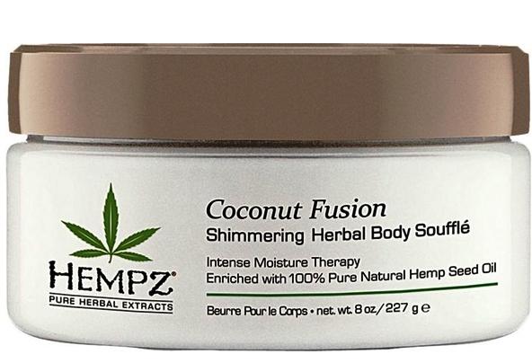 Hempz Суфле для тела с кокосом Мерцающий Эффект Herbal Body Souffle Coconut Fusion 227 г110-2135-03/676280018396Интенсивный увлажняющий лосьон, взбитый в легкий, питательный и роскошный крем. Запатентованный Цитрусовый Комплекс ухаживает и оживляет кожу, оставляя её мягкой, увлажнённой, сияющей. Масло Ши, миндальное масло и масло семян конопли разглаживают и питают кожу витаминами. Веган