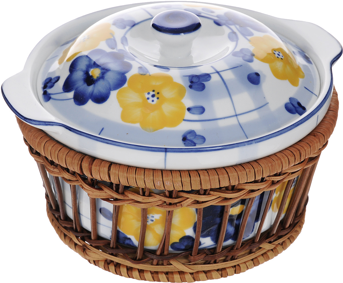 Супница Super Kristal, с подставкой, 800 мл8876Супница Super Kristal выполнена из высококачественной керамики и оснащена плотно прилегающей крышкой. Она оформлена красивым рисунком и оснащена ручками.Изделие предназначено для красивой подачи супа и сервировки стола. В комплект входит плетеная корзина-подставка, изготовленная из дерева. Яркий дизайн, несомненно, придется вам по вкусу.Размер подставки: 17 х 17 х 8 см.