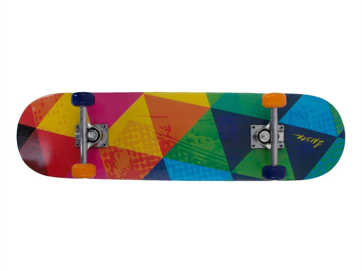Скейтборд Larsen Street 2, цвет: желтый, красный, зеленый, синий, дека 79 см х 20 см336056Скейтборд Larsen Street 2 - рассчитан для новичков и любителей. Оборудование начального уровня позволит Вам изучить основы скейтбординга. Надежная 9-слойная дека из китайского клена рассчитана на нагрузку до 60 кг. Бесшумные полиуретановые колеса отличает плавный ход, к тому же они ударопрочные и износоустойчивые. Размер колес 50х36 мм, жесткость 82А. Жесткие амортизаторы из ПВХ делают доску более управляемой, что немаловажно для новичков. Динамичный лоскутный принт – яркий акцент, который придется по вкусу многим.