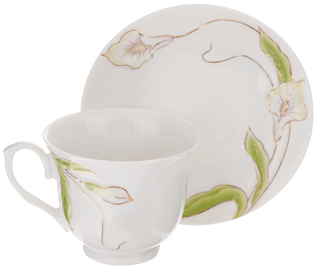 Чайная пара Loraine, 2 предмета. 2118421184Чайная пара Loraine состоит из чашки и блюдца. Изделия выполнены из высококачественногокостяного фарфора и оформлены цветным рисунком. Чайная пара Loraine - это не только яркийи полезный подарок для родных и близких, а также великолепное дизайнерское решение длявашей кухни или столовой. Чайный набор упакован в подарочную коробку.Объем чашки: 240 мл.Диаметр чашки (по верхнему краю): 9 см.Высота чашки: 7,5 см.Диаметр блюдца (по верхнему краю): 14 см.Высота блюдца: 1,5 см.