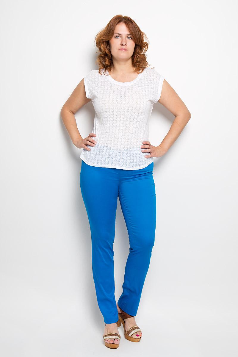 Брюки женские Milana Style, цвет: синий. 40316. Размер XXL (52)40316Женские брюки Milana Style, выполненные из хлопка с добавлением полиамида, прекрасно дополнят ваш образ. Материал легкий, мягкий и приятный на ощупь, не сковывает движения, позволяет коже дышать.Брюки прямого кроя и стандартной посадки на поясе застегиваются на пуговицу и имеют ширинку на застежке-молнии.Такая модель брюк будет дарить вам комфорт в течение всего дня и станет отличным дополнением к вашему гардеробу.