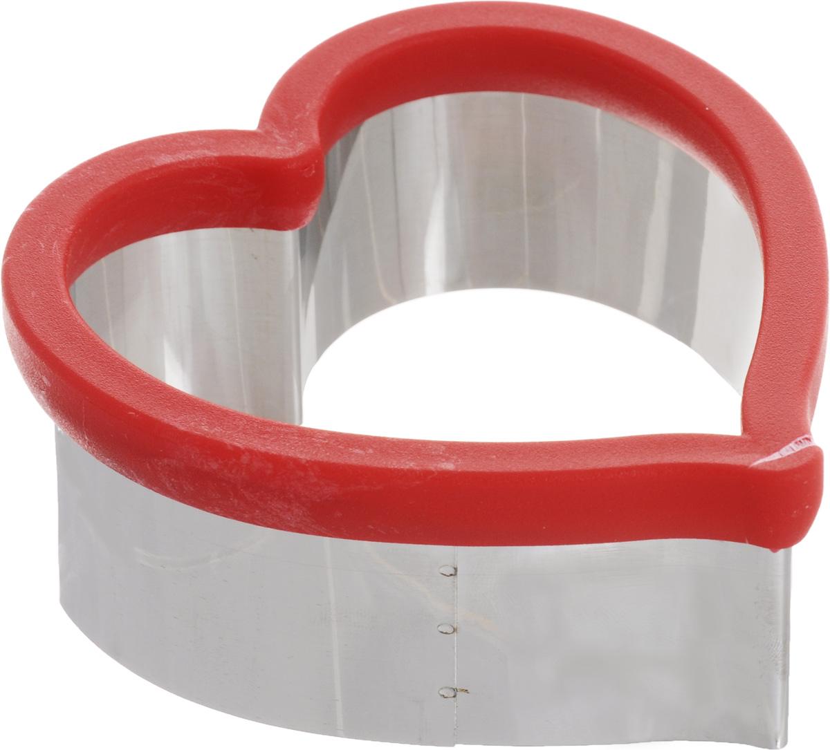 Форма для вырезания печенья Mayer & Boch Сердце, 11 х 10 см24004Форма для вырезания печенья Mayer & BochСердце будет отличным выбором для всехлюбителей выпечки. Изделие выполнено изнержавеющей стали и пластика. Специальнаянасадка на формочке защитит ваши руки привырезании теста.С такой формой вы всегда сможете порадоватьсвоих близких оригинальной выпечкой.Можно мыть в посудомоечной машине. Размер: 11 х 10 см. Высота стенок: 4,5 см.