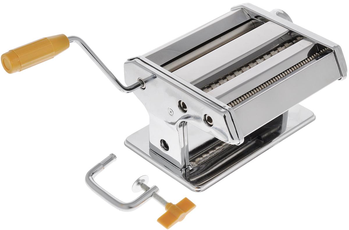 """Ручная лапшерезка """"Mayer & Boch"""" изготовлена из высококачественной  углеродистой стали с зеркальной полировкой. Лезвия из нержавеющей стали. Изделие прекрасно  подходит для  раскатки теста для лазаньи, домашней лапши или пасты. Лапшерезка оснащена  валиком для раскатки теста и съемной ручкой. В комплекте - струбцина для крепления  к столу.  Принцип работы лапшерезки очень прост: вращая рукоятку, вы запускаете валики,  которые позволяют раскатать идеально тонкое тесто, с помощью ручки раскатанное  тесто также можно разрезать на узкие или широкие полоски. Для удобства  использования ручка оснащена пластиковой вставкой. Лапшерезка """"Mayer & Boch"""" имеет 9 режимов толщины раскатки теста и позволяет нарезать  2 вида лапши. Размер лапшерезки (ДхШхВ): 19 х 19,5 х 12,5 см. Ширина плоской лапши: 6,5 мм. Ширина спагетти: 2 мм."""