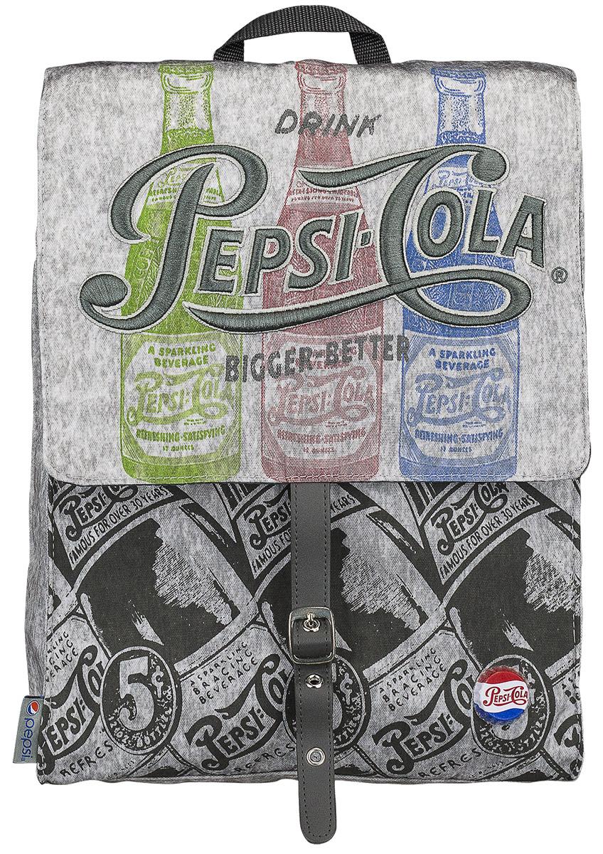 Pepsi Рюкзак Pepsi Cola PECB-UT1-577PECB-UT1-577Рюкзак Pepsi Cola изготовлен из прочного материала серого цвета и оформлен рисунками бутылочек с газировкой, вышивкой и оригинальным значком в виде пробки. Рюкзак имеет одно основное вместительное отделение, которое закрывается клапаном с хлястиком на магнитной кнопке. Отделение содержит два открытых накладных кармашка и врезной карман на молнии. Ширину боковых стенок отделения можно уменьшить с помощью металлических кнопок. Под клапаном расположен большой карман, закрывающийся на липучку. На задней стенке рюкзака имеется врезной карман на молнии.Рюкзак оснащен петлей для подвешивания. Широкие лямки регулируются по длине.Этот рюкзак можно использовать для повседневных прогулок, учебы, отдыха и спорта, а также как элемент вашего имиджа.