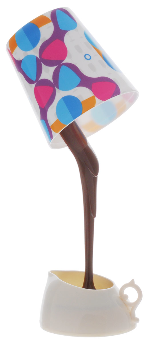 Sima-land Лампа настольная на кофейной ножке Эспрессо749819Сегодня особо ценятся уникальные креативные предметы интерьера, и настольная лампа на кофейной ножке Эспрессо как раз из их числа. Лампа выполнена из качественного пластика в виде перевернутого стакана с кофе, который стекает в кофейник. Имеет 2 режима свечения: разноцветный светодиод и 6 белых светодиодов. Ваш малыш обрадуется такой интересной вещице, отлично вписывающейся в интерьер детской комнаты. Пусть эта маленькая забавная настольная лампа будет и вашим верным помощником. Оставляйте свет включённым, если ребёнок боится засыпать в темноте, и будьте уверены, что мягкое освещение не помешает ему погрузиться в царство Морфея. Для работы лампы необходимы 3 батарейки типа АА напряжением 1,5 V (не входят в комплект). Лампа также может работать от порта USB (шнур питания приобретается отдельно).