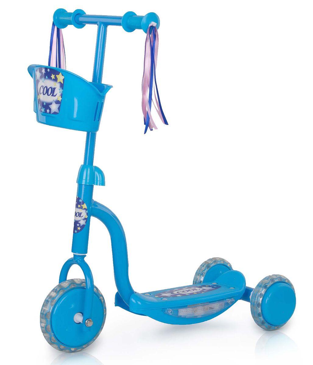 Самокат трехколесный Larsen Cool, цвет: голубой242631Самокат трехколесный Larsen Cool выполнен из высококачественных материалов, стальная основа делает его очень долговечным, а пластиковые детали - безопасным. Колеса из поливинилхлорида хорошо смягчают неровности дорог. В качестве дополнительного аксессуара к рулю самоката прикреплена небольшая корзинка для игрушек. Подсветка на раме.