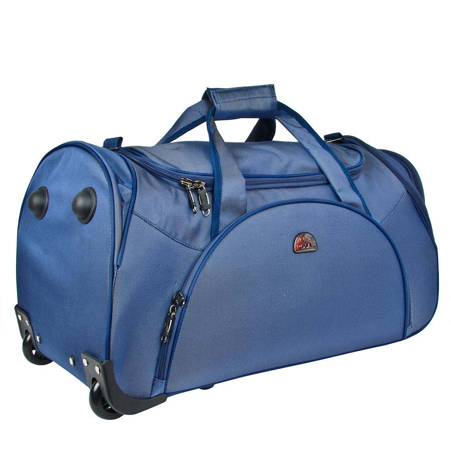 Сумка дорожная Polar, на колесах, цвет: синий, 75 л. 7037.57037.5Вместительная дорожная сумка среднего размера фирмы Polar выполнена из кордура. Оснащена выдвижной ручкой (при горизонтальной транспортировке, ручка прячется под специальный клапан на молнии).Сумка имеет большое отделение с дополнительным карманом на молнии из сетки внутри. На передней части сумки вместительный карман с дополнительным карманом на молнии внутри и два боковых кармана для мелких вещей. В комплект входит съемный плечевой ремень.