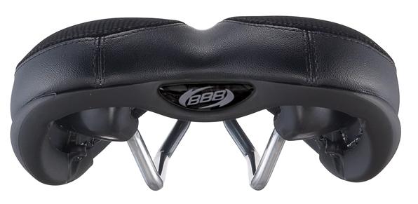 """Комфортное спортивное седло BBB """"MultiDensity"""" предназначено для мужчин. Вставки из пены двойной плотности дают одновременно поддержку и комфорт чувствительным частям тела. Верхний часть выполнена из материала Sutex в комбинации с синтетической кожей. Седло обладает анатомическим дизайном. Рамка полированная."""