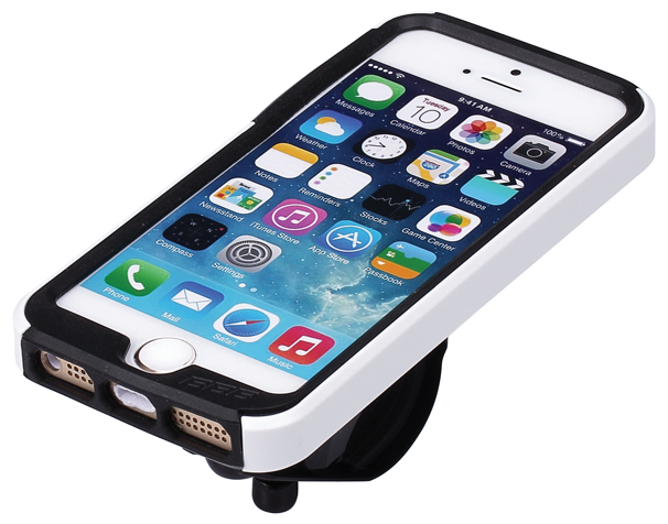 Чехол для телефона BBB Patron I5, цвет: белый. BSM-01BSM-01Превратите ваш iPhone 5, iPhone 5S или iPhone 5SE в велосипедный компьютер высокого класса (iPhone не входит в комплект). Тонкий чехол BBB Patron I5 подойдет для повседневного использования. Ударопрочный поликарбонатовый корпус для защиты от капель. Амортизирующие силиконовый вставки для дополнительной устойчивости и защиты. Верхний чехол полностью защищает от дождя. Особенности:Полная iPhone совместимость. Устанавливается в вертикальном или горизонтальном положении.Регулируемый угол обзора для оптимального просмотра или киносъемки.Монтируется на выносе и руле через крепеж BSM 91 PhoneFix.В комплект входит летний и дождевой чехол для оптимальной защиты при любой погоде.Кронштейн в комплекте.