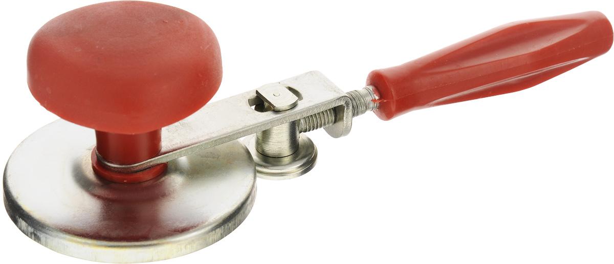 Закаточная машинка Лось ЗМ 3, винтовая4612750750041Закаточная машинка Лось ЗМ 3 предназначена для герметичной укупорки стеклянных банок металлическими крышками. Чтобы произвести укупорку, на стерилизованную, накрытую крышкой банку установить машинку, взяв левой рукой ручку-грибок. Плотно прижмите машинку и правой рукой вращайте рукоятку до тех пор, пока ролик не прижмется к крышке. Затем для вращения вокруг банки изредка поджимать ролик. Не старайтесь сразу сильно прижать ролик к крышке. Вы можете получить некачественную укупорку или повредить посуду. Хорошей закатки вы добьетесь в том случае, если после каждого оборота ролика вокруг крышки будете вращением рукоятки на четверть оборота подавать ролик вперед. Круговые вращения с поджатием ролика повторяются до окончательной закатки крышки. Крышка считается нормально закатанной, если она не проворачивается на банке усилием руки и при опрокидывании банки на крышку не наблюдается просачивание жидкости наружу, а внутри банки не наблюдается появление пузырьков воздуха.