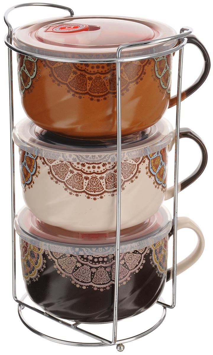 Набор бульонниц Loraine, 700 мл, 7 предметов. 2467324673Набор Loraine состоит из трех бульонниц с крышками и подставки. Бульонницы выполнены из высококачественной экологическичистой керамики, покрытой глазурью. В керамической посуде блюда сохраняют свои вкусовые качества, крометого, она обладает термической и химической прочностью.Стенки изделий декорированы оригинальным орнаментом в этническом стиле. Бульонницы снабжены боковой ручкойи герметичными пластиковыми крышками с силиконовой прослойкой и клапаном. В такой посуде удобно подаватьна стол супы, каши, хлопья с молоком и многое другое.Набор очень удобен в использовании. Благодаря металлической подставке, изделия можно компактно хранить. Бульонницы подходят для мытья в посудомоечной машине, можно использовать в СВЧ.Диаметр бульонниц (по верхнему краю): 12,5 см.Высота стенки: 8,5 см.Размер подставки: 17 х 13 х 28 см.