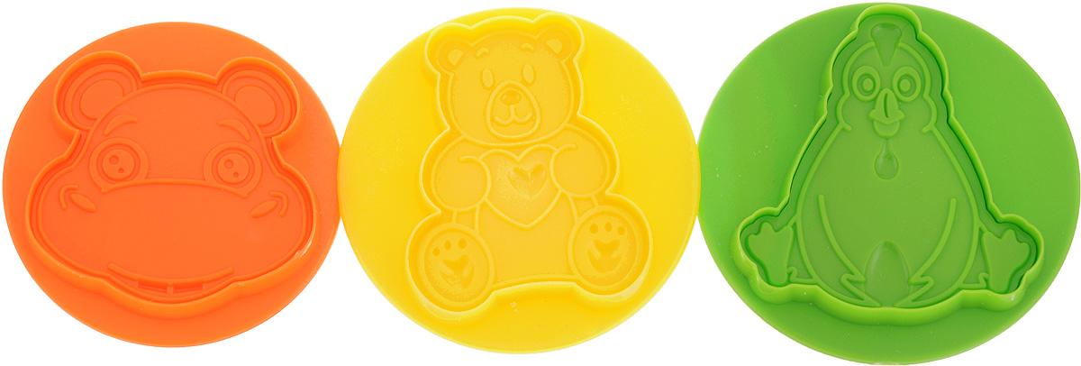 """Набор """"Mayer & Boch"""" состоит из трех штампов для выпечки, выполненных из высококачественного пищевого пластика. Изделия имеют форму бегемота, курицы и медвежонка. Такие штампы используются для вырезания фигурок из теста для создания красивого оригинального печенья, а также вырезания заготовок из мастики и марципана. Кроме того, печенье получается объемным. Такой набор позволит создать печенье, которое понравится и взрослым, и детям. Диаметр формы: 9,5 см."""