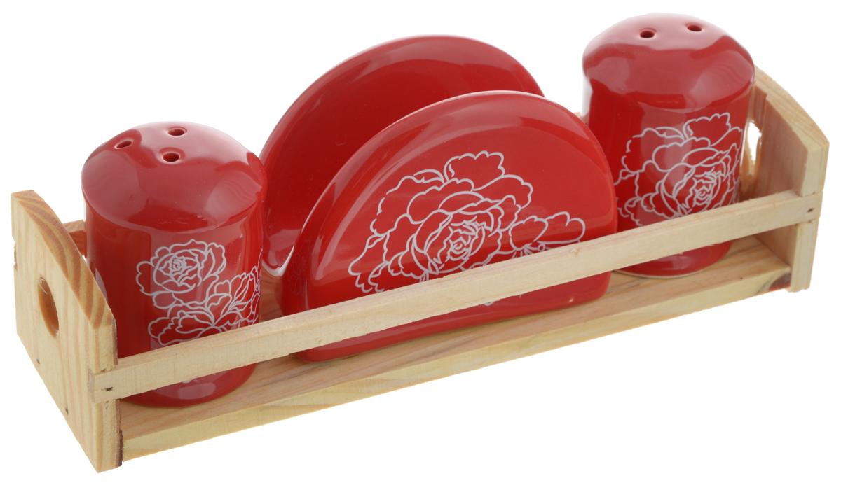 Набор для специй Loraine Красный узор, 4 предмета. 2583225832Набор для специй Loraine Красный узор состоит из солонки, перечницы, салфетницы и деревянной подставки. Предметы набора выполнены из доломита высокого качества и декорированы красочным узором. Отверстия, в которые засыпаются специи, закрыты силиконовыми пробками. Солонка и перечница легки в использовании: стоит только перевернуть емкости, и вы с легкостью сможете поперчить или добавить соль по вкусу в любое блюдо. Набор Loraine Красный узор не только украсит стол, но и станет полезным аксессуаром, как на кухне, так и за праздничным столом. С таким набором все специи всегда будут под рукой. Изделия ее боятся низких температур. Можно мыть в посудомоечной машине. Диаметр солонки/перечницы: 4,5 см. Высота солонки/перечницы: 6,5 см. Размер салфетницы: 9,2 х 4,3 х 7 см. Размер подставки: 21,2 х 6,5 х 5,2 см.