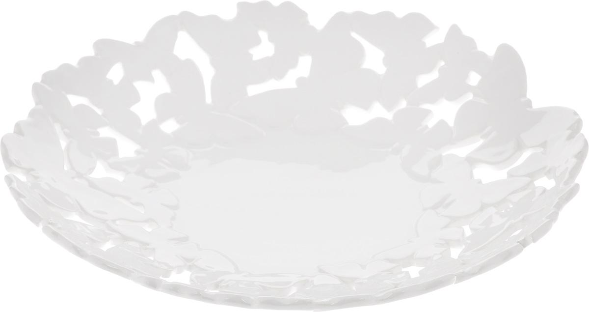 Блюдо Patricia Воздушные узоры, диаметр 33 смIM08-0212Ажурное блюдо Patricia Воздушные узоры - прекрасное дополнение праздничного стола. Изделие, выполненное из высококачественного доломита, оформлено оригинальной перфорацией. Блюдо сочетает в себе изысканный дизайн с максимальной функциональностью. Оно идеально подойдет для сервировки стола и станет отличным подарком к любому празднику.Не рекомендуется использовать в микроволновой печи и мыть в посудомоечной машине. Диаметр блюда (по верхнему краю): 33 см. Высота блюда: 7 см.