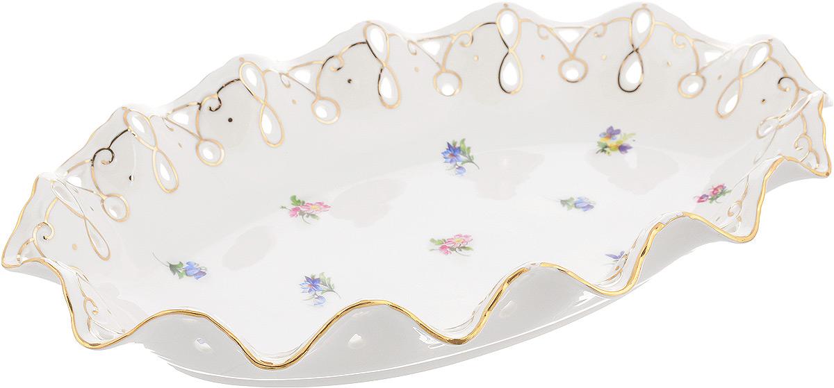 Блюдо Patricia Цветочная волна, 35 х 23,5 смIM52-5021Овальное блюдо Patricia Цветочная волна - прекрасное дополнение праздничного стола. Изделие, выполненное из высококачественного фарфора, оформлено цветами. Блюдо сочетает в себе изысканный дизайн с максимальной функциональностью. Оно идеально подойдет для сервировки стола и станет отличным подарком к любому празднику.Не рекомендуется использовать в микроволновой печи и мыть в посудомоечной машине. Размер блюда (по верхнему краю): 35 х 23,5 см. Высота блюда: 6,5 см.