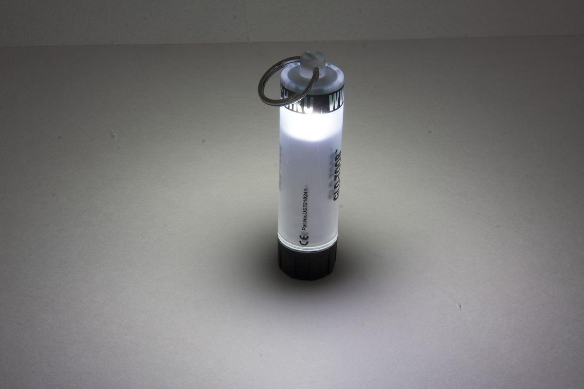 Фонарь универсальный Яркий Луч GLO-TOOB, цвет: белый4606400105121GLO-TOOB - это широко известный по всему миру многофункциональный фонарь - маяк. Благодаря своей универсальности, противоударной и водонепроницаемый конструкции, а также большой надежности и автономности он нашел огромное количество применений. Это и кемпинговый фонарь в палатку, и внутренний свет для рюкзака, и аварийный источник света в путешествии, дома, в автомобиле. Благодаря тому что свет сверхяркого светодиода виден с любого направления это отличное средство для обозначения людей и животных, маркировки предметов и местности и подачи сигналов в любое время суток и при любой погоде. GLO-TOOB задумывался как замена ХИСам (химическим источникам света), т.к. они имеют множество недостатков. ХИСы дороги в использовании, т.к. одноразовые, и после активации их невозможно выключить, ненадежны - могут не сработать или вытечь, повредив одежду и снаряжение и поэтому требуют бережной транспортировки и использования, малоэффективны - интенсивности их света часто недостаточно, и, ко всему прочему, опасны для окружающей среды. Яркий Луч GLO-TOOB AAA лишен всех этих недостатков. Эти маяки широко используют военные разных стран, в том числе России, сотрудники силовых структур, спасатели, пожарные, шахтеры, строители, моряки, альпинисты, спелеологи, парашютисты, дайверы, охотники, врачи, путешественники и т.д. Даже если вы любитель страйкбола, велосипедист, рыбак, любитель утренних и вечерних пробежек или просто владелец собаки вы оцените этот надежный и эффективный источник света по достоинству. Корпус выполнен из толстого ударопрочного пластика, сломать его практически невозможно. Конструкция допускает долгосрочное погружение в пресную и морскую воду на глубину до 60 метров! Прочное кольцо из нержавеющей стали обеспечивает надежное крепление к одежде, снаряжению, оборудованию. В качестве источника энергии используется элемент питания распространенного формата ААА (в комплекте). Имеет 3 режима работы. Включение, 