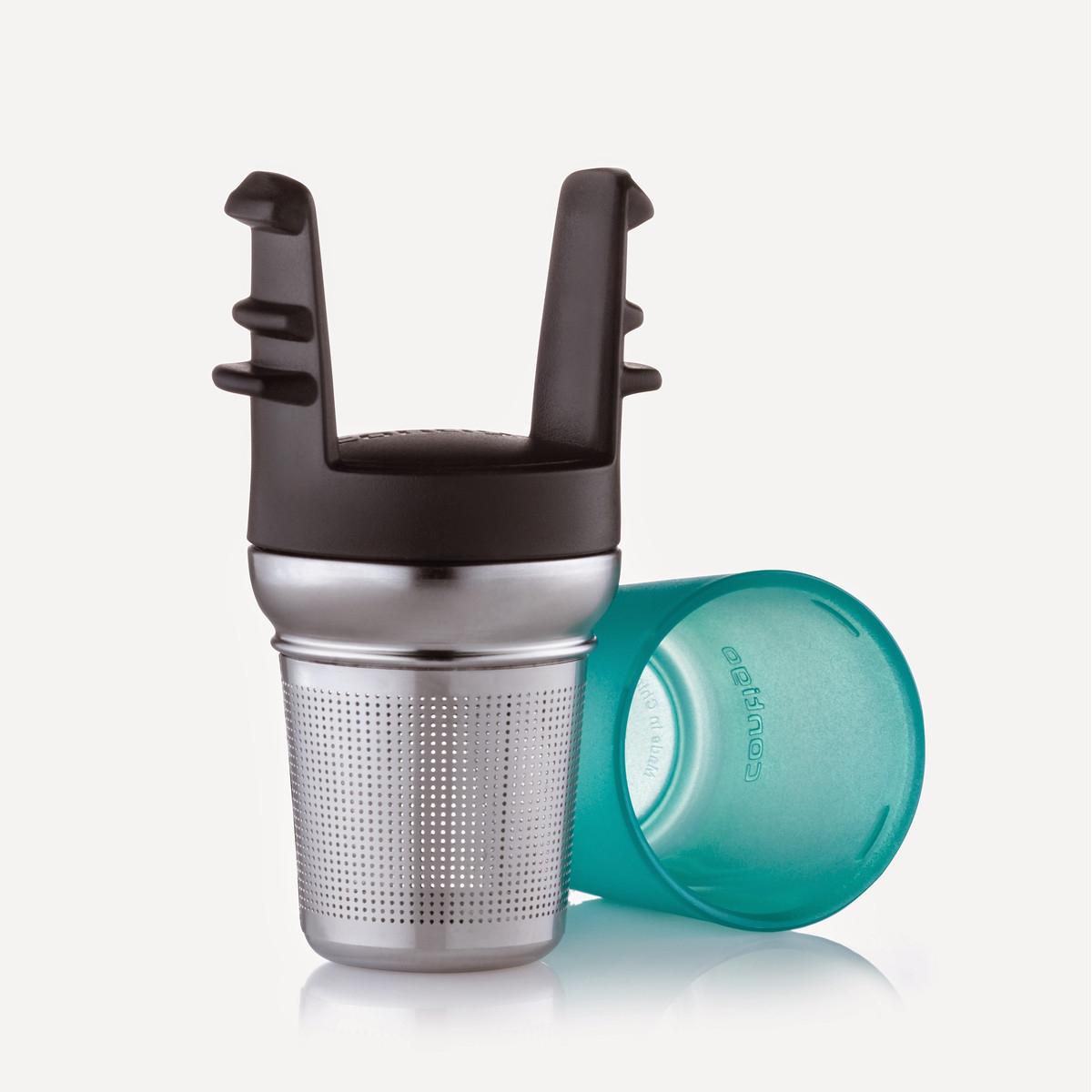 Ситечко для заваривания чая Contigo, для кружек серии West Loopcontigo0092Ситечко для заваривания чая Contigo изготовлено из металла и пластика и предназначено специально для кружек Contigo серии West Loop. Ситечко прекрасно подходит для заваривания любого вида чая. Изделие очень легко использовать: просто засыпьте в ситечко заварку и опустите его в кружку. Для удобства хранения ситечко имеет пластиковую крышку, которая надежно закрывает фильтрующую часть.Стильное и функциональное ситечко станет незаменимым атрибутом чаепития.Размеры ситечка (металлической части): 6,5 х 5 х 5 см.Высота фильтрующей части: 4,5 см.Общие размеры конструкции: 10,5 х 5 х 5,7 см.
