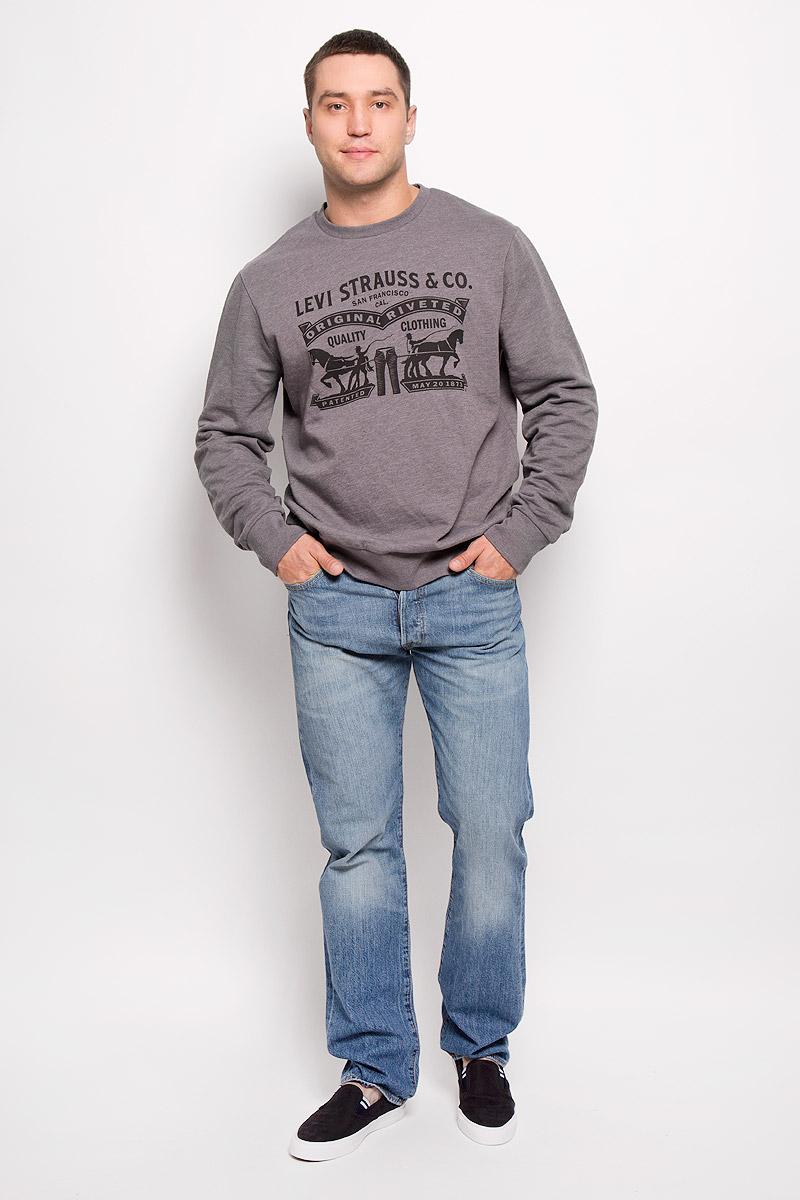 Джинсы мужские Levis® 501, цвет: синий. 50122420. Размер 33-34 (48/50-34)50122420Легендарные мужские джинсы Levis® 501 выполнены из качественного денима. Ткань мягкая, тактильно приятная, позволяет коже дышать.Джинсы прямого кроя дополнены фирменной застежкой на пуговицах. На поясе предусмотрены шлевки для ремня. Модель имеет классический пятикарманный крой: спереди - два втачных кармана и один маленький накладной, а сзади - два накладных кармана. Изделие оформлено легким эффектом искусственного состаривания денима: потертостями и перманентными складками. Украшены джинсы металлическими клепками и прострочкой.Отличное качество, дизайн и расцветка делают эти джинсы стильным и модным предметом мужской одежды. Джинсы Levis® 501 символизируют полную свободу самовыражения.