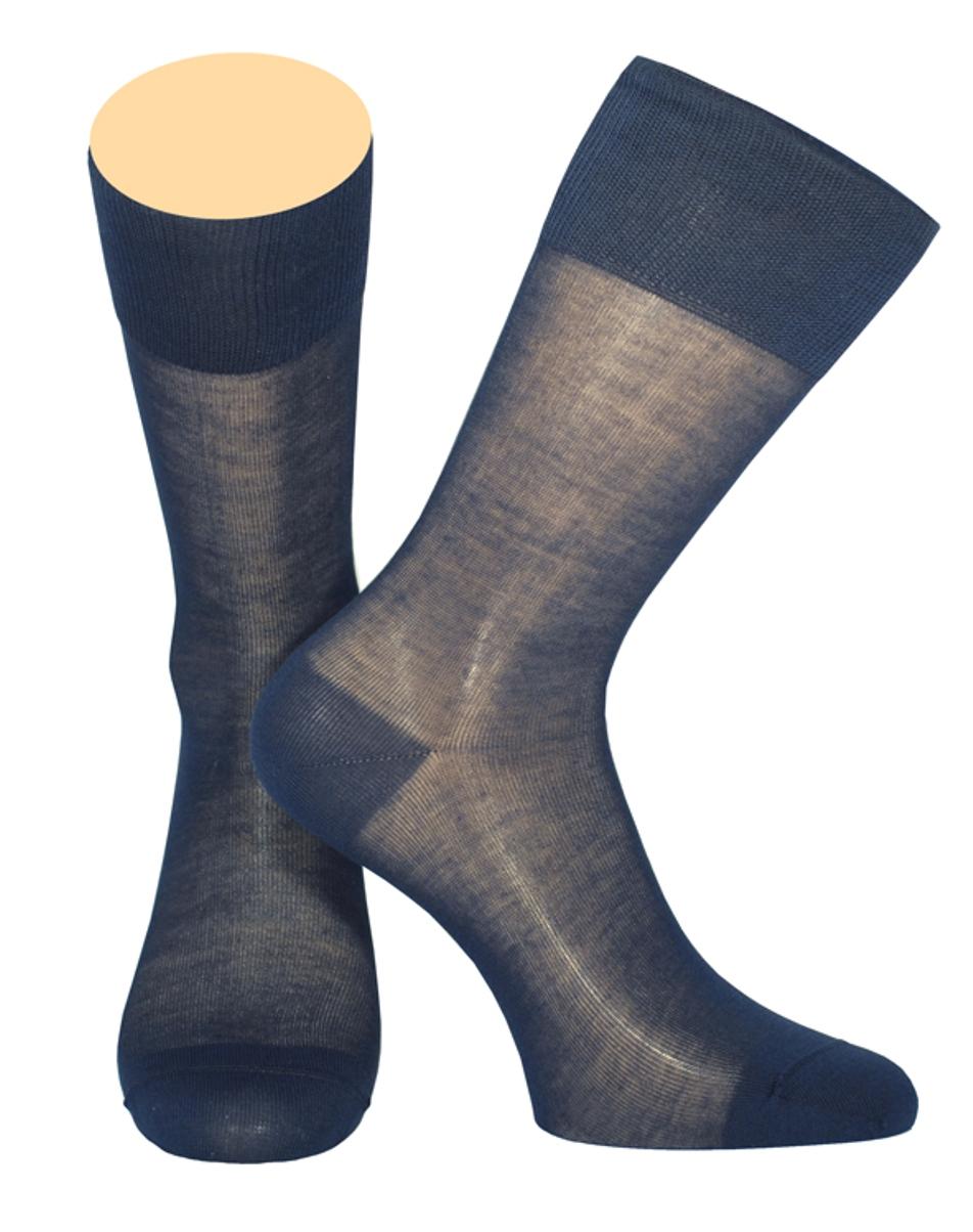 Носки мужские Collonil, цвет: темно-синий. 141/18. Размер 42-43141/18Мужские носки Collonil изготовлены из мерсеризованного хлопка.Носки с удлиненным паголенком. Широкая резинка не сдавливает и комфортно облегает ногу.